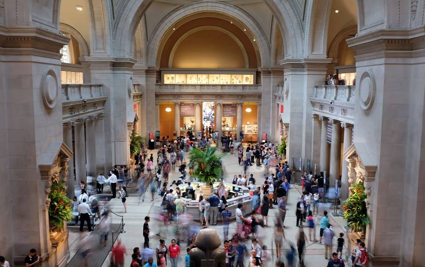 The most popular attraction in New York City is the Metropolitan Museum of Art.